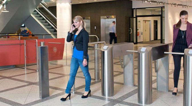 Solución de control de accesos y asistencias para control de personal presentada por FEVOX